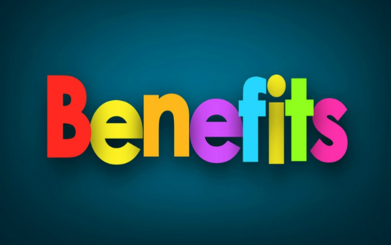 description_of_image_used_in_benefits_a-z_benfits_sign_on_blue_background_vjom_Fotolia